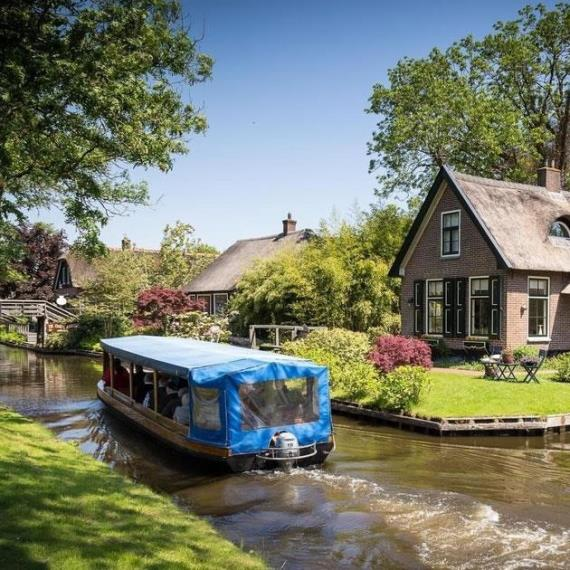 Discover Giethoorn